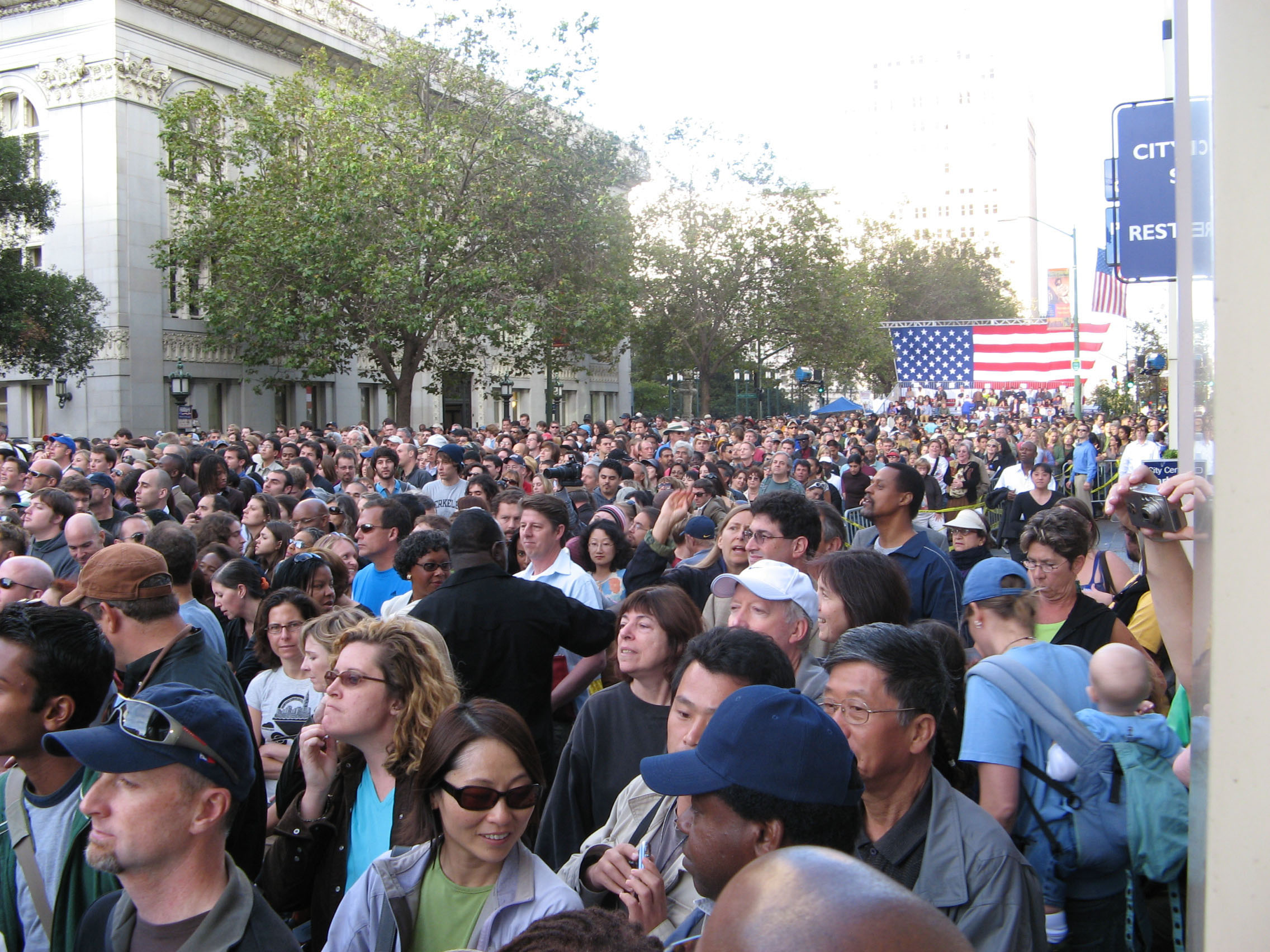 Oakland_Clinton_Sep30-07_1.jpg
